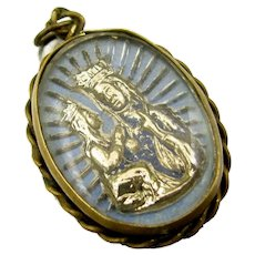 Vtg Madonna & Cathedral Religious Medal Reverse Painted Intaglio Brass Frame Charm