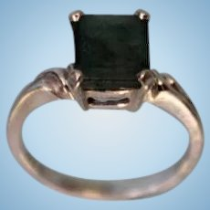 Beautiful 14 Karat White Gold Emerald Ring Size 6 Fashion Right Hand
