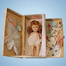 8-1/2 inch Strung painted lash 7 inch Ginny doll TRUNK w. Outfits & Access 1950 Vogue