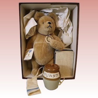 "15-inch American brown bear R. John Wright ""Winnie The Pooh"" Mint in origial box"