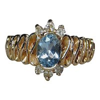 Ribbony Vintage 14K Yellow Gold Ladies Ring w/ Blue Topaz