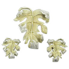 Exceptional Sarah Cov Pin w/ Clip Earrings Set - Detailed Leaf