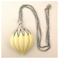 1960s TRIFARI Melon Ribbed Pendant Necklace