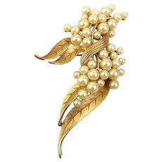 Crown Trifari Faux Pearl Clusters Pin Brooch