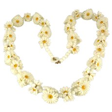 Long Fun Necklace of Plastic Daisies 1950s Daisy Chain
