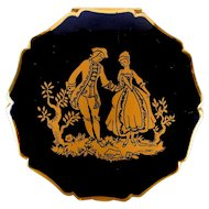 Vintage Stratton Enamel Compact w/ Romantic Couple