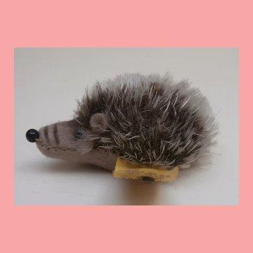 Smallest Size Joggi Hedgehog, 1968 to 1990, Steiff Button