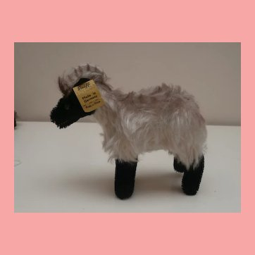 Steiff Snucki Mountain Sheep , Steiff Button, 1965 to 1967