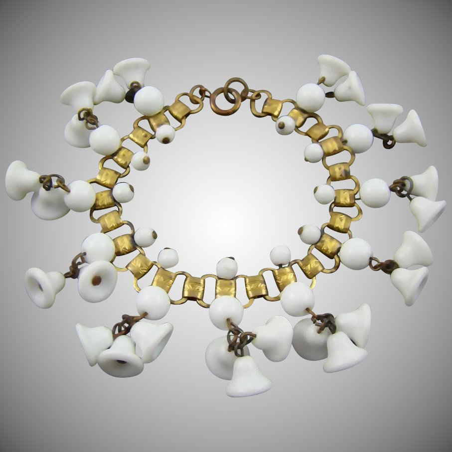 1920 39 s art deco book chain milk glass bead bracelet for Deco veranda