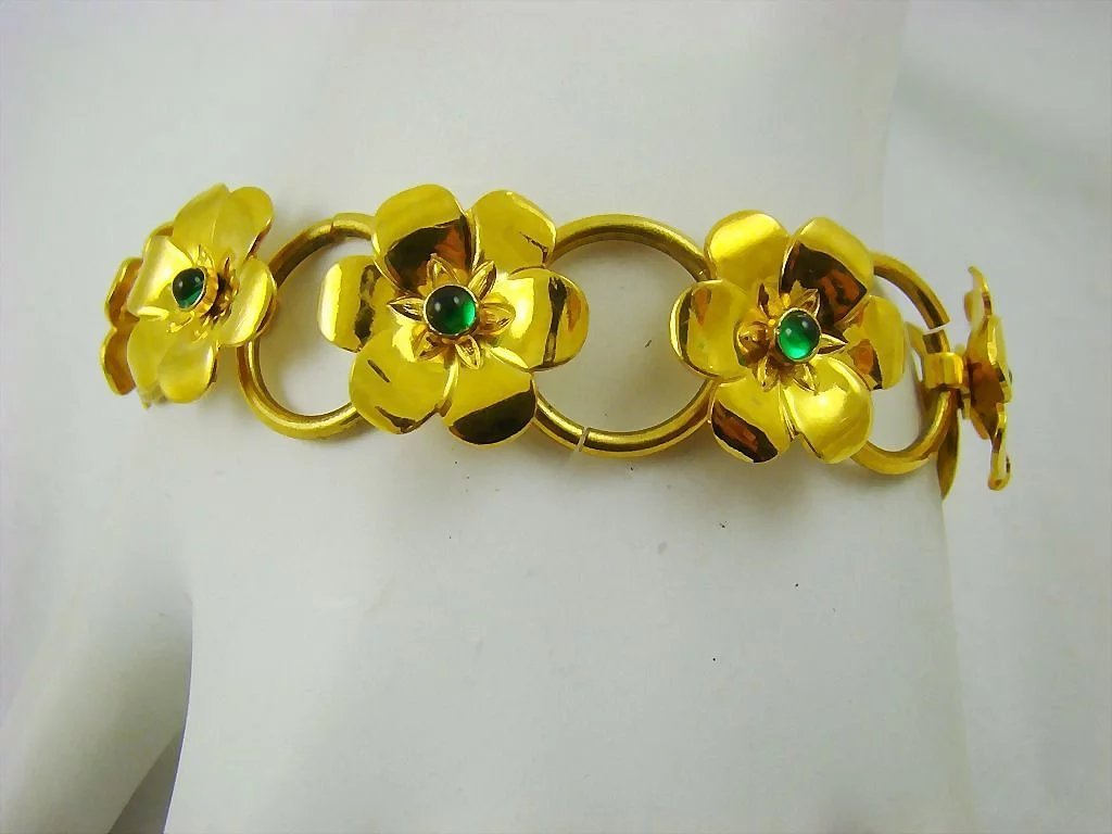 Bright gold tone art deco flower bracelet with emerald for Deco veranda