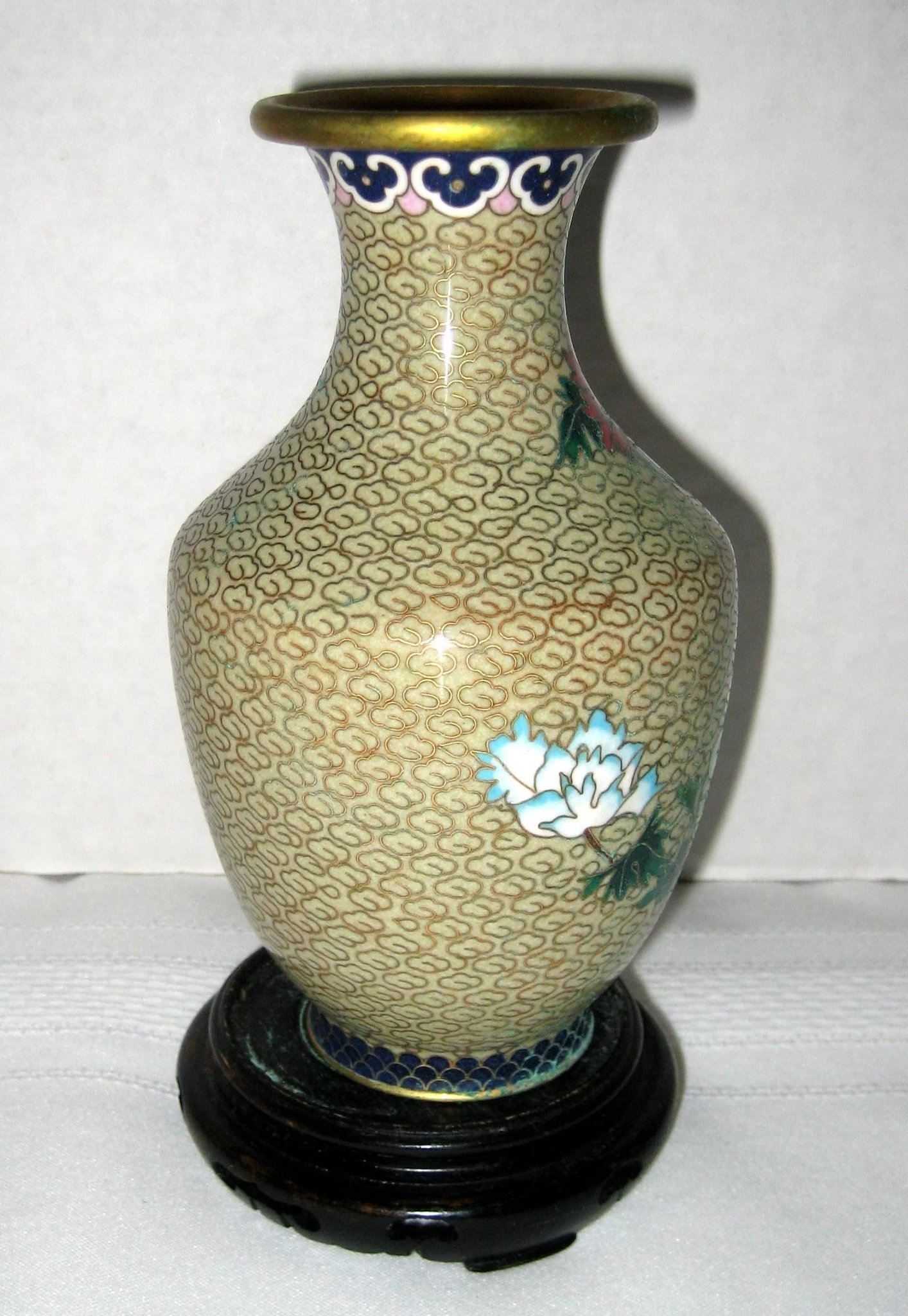 6 chinese cloisonne vase with peonies wooden stand for Cloison stand