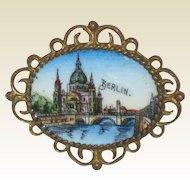 Enameled Souvenir Pin of the Berlin Cathedral - Circa 1910 - 1915
