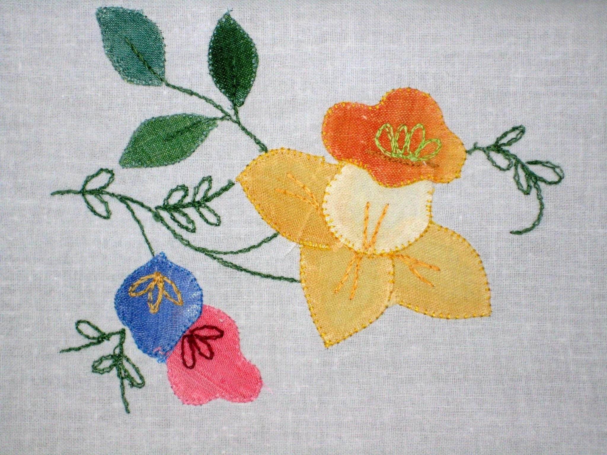 Daffodil applique guest towels and basket liner : suzanstreasures