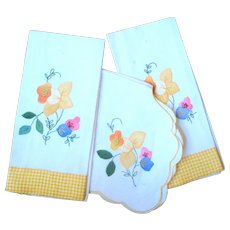 Daffodil Applique Guest Towels and Basket Liner