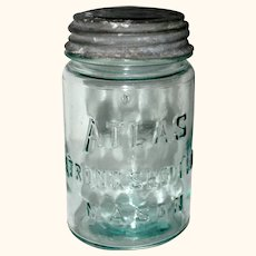 Pale Aqua Atlas Strong Shoulder Mason with Zinc Lid, Pint Size - 1920 - 1940