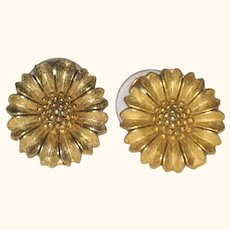 Gold-tone Daisy Earrings - Posts- Circa 1980