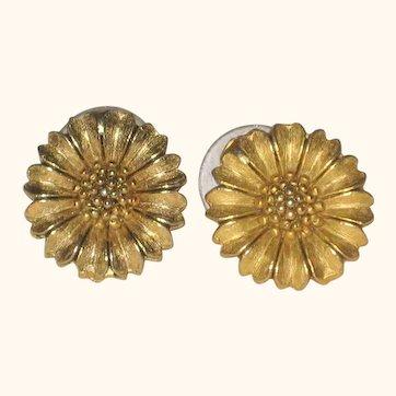 Gold-tone Daisy Earrings - Posts- Circa 1980