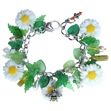 Daisy Charm Bracelet of White Daisies with Bumble Bee and Crystals – Daisy Earrings