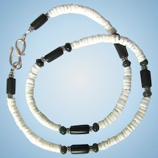 Men's Choker of White Heishis with Deep Green Agate Accents