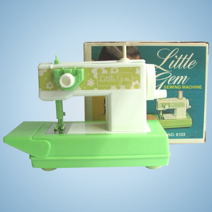 Singer zig zag toy sewing machine youtube.