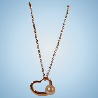 Pretty Faux Pearl and Open Heart Pendant Necklace