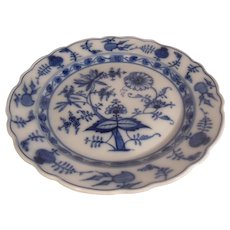 Villeroy and Boch Dresden Scalloped Blue Onion Charger