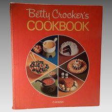 Betty Crocker's Cook Book Red Pie Cover 5 Ring Binder Circa 1970's