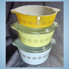 Set of 3 Pyrex Town & Country Casseroles with 2 Lids