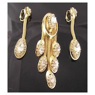 "Kramer Circa 1950's ""Golden Look"" Rhinestone Mesh Dangle Brooch & Earrings"
