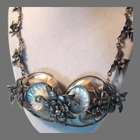 Unique Nautilus Shell Pendant On Silver Metal Flowers Necklace