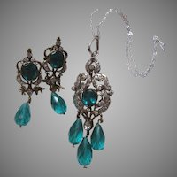 Rhinestone With Green Stones Pendant Necklace Earrings Set