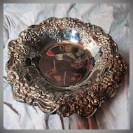 Lunt Silverplate Bowl Grapes & Flowers Border