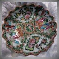 Rose Medallion Scalloped Bowl