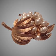 Gold Tone Flower Brooch PIn Faux Pearls
