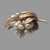 Fine Costume Brooch Elegant Faux Pearls