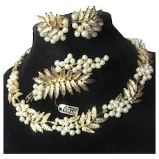 Crown Trifari Gold Pearls Necklace Pin Earrings Jewelry Set Parure