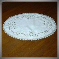 Oval Linen Filet Lace & Cutwork Table Mat