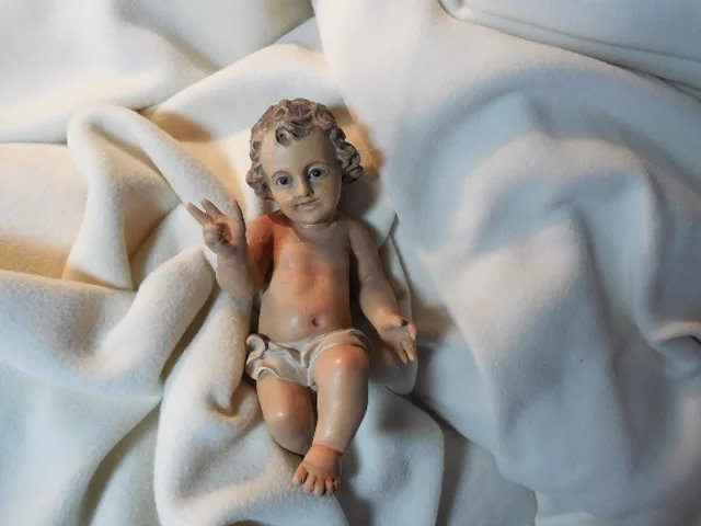 Large Old Infant Jesus Glass Eyes With Crib Antiques