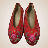 1920s Chinese Wedding Shoes Red Silk Embroidered Pump