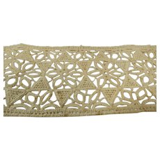 Truly Antique Button Hole Insert Lace Ecru 1 yard