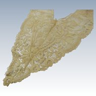 Antique Delicate Lace Collar Ivory Ecru