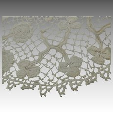 Clones Irish Crochet Lace 8 Inch Doily Finely Hand Worked