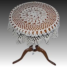 Crocheted Cottage Paisley/Fan Edge Design Round Table Throw/Table Cloth