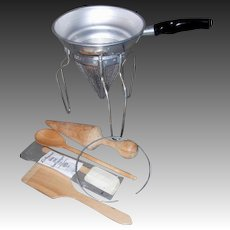 Vintage WEAR-EVER Fruit & Vegetable Press with utensils
