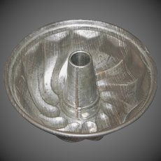 Vintage Spouted Cake Mold (Turk's Head)