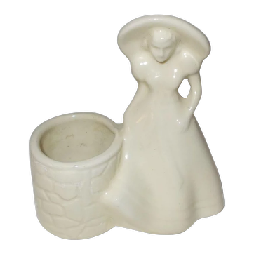 18White pottery hat girl at well planter