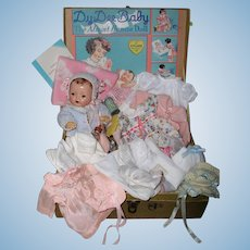 "1930's Effanbee 11"" DY-DEE Ette -- MINT in CASE w/ Huge ORIGINAL Layette"