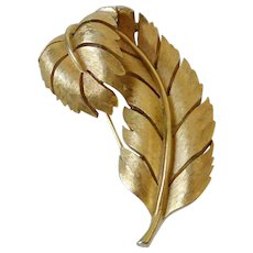 Crown Trifari Curled Leaf Gold Tone Brooch Pin