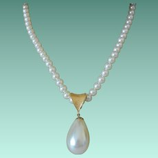 """Sarah Coventry Faux Pearls """"Pompeii"""" Pendant Necklace  1974"""