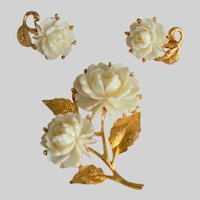 Brooch and Earrings Set of White Plastic Celluloid White Roses Motif